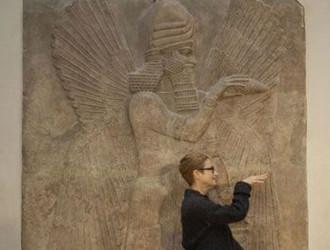 Robyn Orlin faz o Louvre dançar